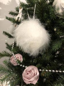 4 Pk - Nydelige Hvite Fjærballer